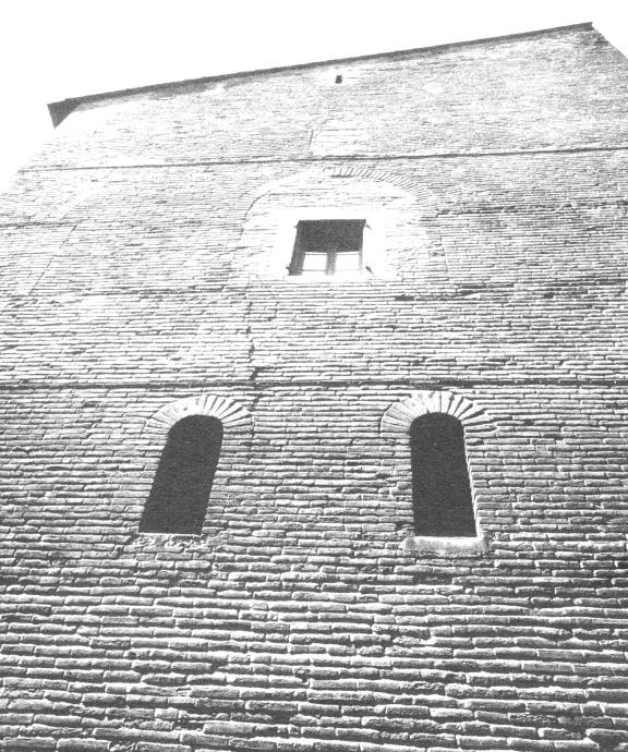 La Tour Maurand à l'angle de la rue du Taur et de la rue du Périgord (édifice roman du 12e siècle).